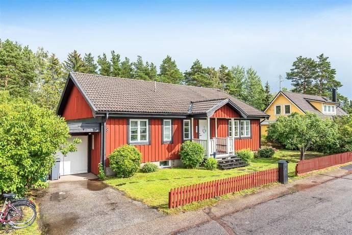 Bild: 7 rum villa på Neptunusvägen 8, Norrtälje kommun Solbacka