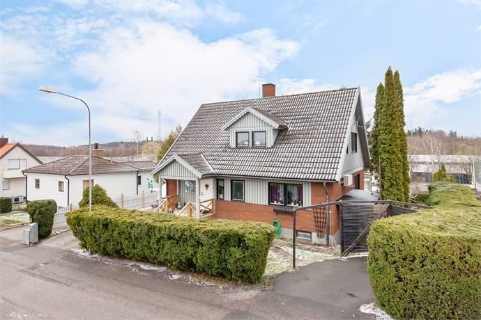 Bild: 122 m² villa på Vattentornsgatan 7, Motala kommun ÖVRE HOLM