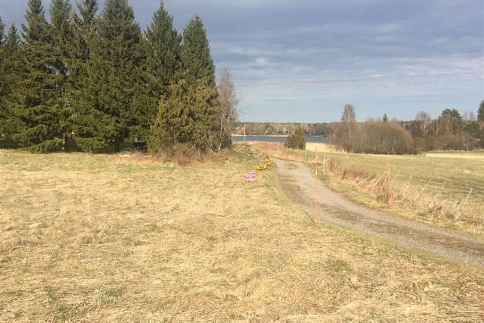 Bild: tomt på Ortalavägen 310, Norrtälje kommun Semmersby, Ortala