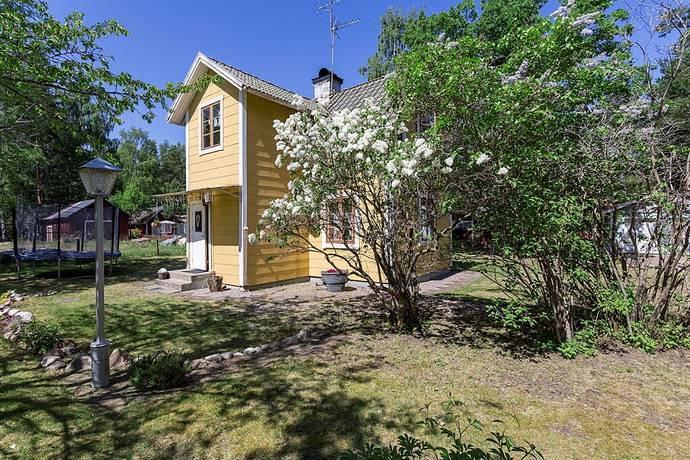 Bild: 3 rum villa på Norra Snickarvägen 3, Heby kommun Tärnsjö