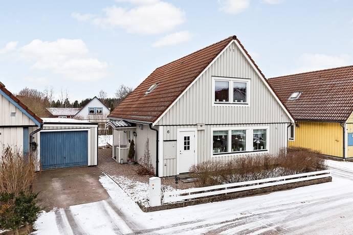 Bild: 6 rum villa på Örtugsvägen 6, Karlstads kommun Henstad