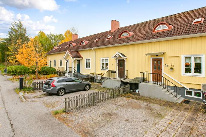 Bild: 3 rum radhus på Skogsåsstigen 2b, Karlskoga kommun Rosendal