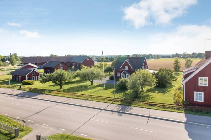 Bild: 6 rum gård/skog på Åsvägen 20, Sala kommun Möklinta