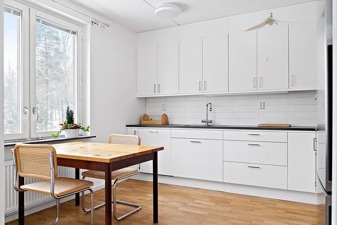 Bild: 2 rum bostadsrätt på Skatvägen 10, 2 tr, Huddinge kommun Segeltorp