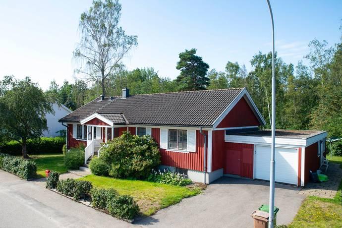 Bild: 7 rum villa på Tranbärsvägen 24, Oxelösunds kommun