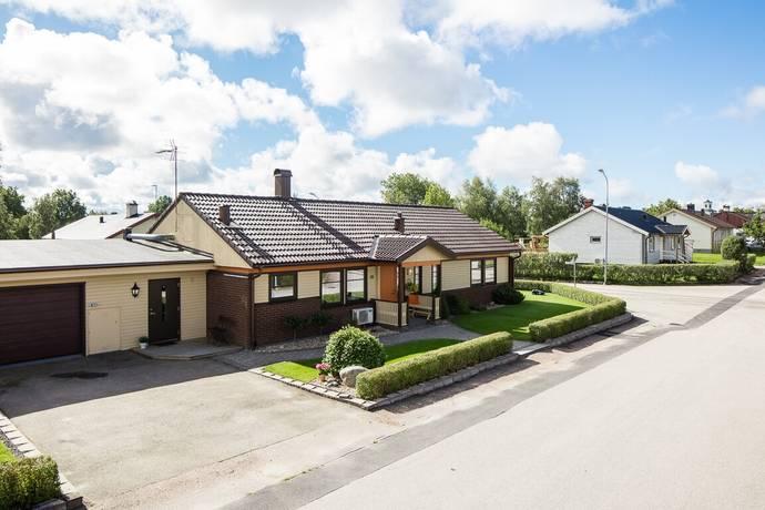Bild: 6 rum villa på Ängsgatan 26, Uppvidinge kommun Lenhovda