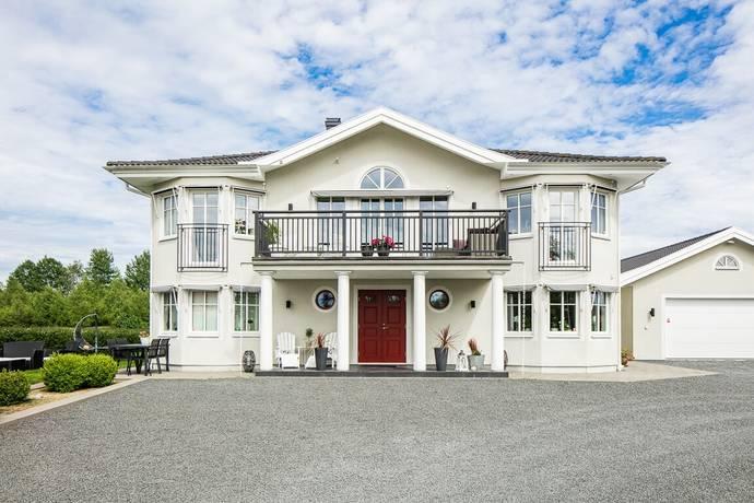 Bild: 7 rum villa på Lövängsvägen 2D, Växjö kommun Sandsbro
