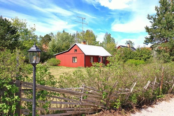 Bild: 2 rum villa på Sotarevägen 1, Heby kommun Heby/Hedåsen