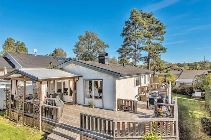 Bild: 6 rum villa på Ekbacksvägen 10, Österåkers kommun Ekbacken