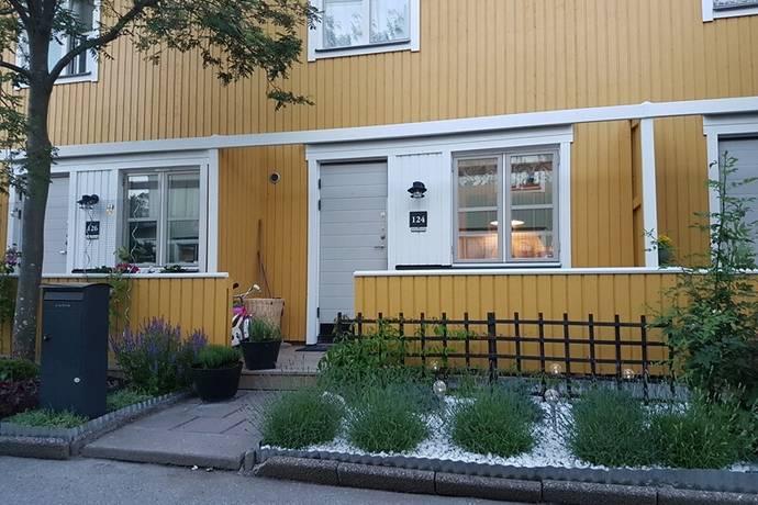 Bild: 4 rum radhus på Nykarlebygatan 124, Stockholms kommun Akalla Trädgårdsstaden