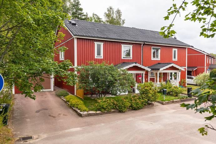 Bild: 6 rum villa på Mårmässvägen 1, Karlstads kommun Henstad