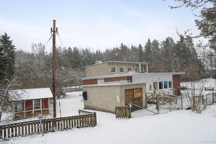 Bild: 16 rum villa på Råbyvägen 6, Enköpings kommun Fjärdhundra