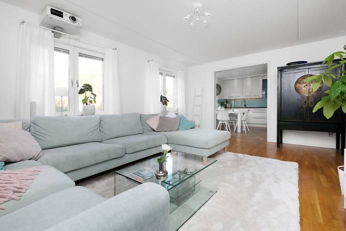 Bild: 5 rum bostadsrätt på Skarabacken 7, 1tr, Stockholms kommun Hammarbyhöjden