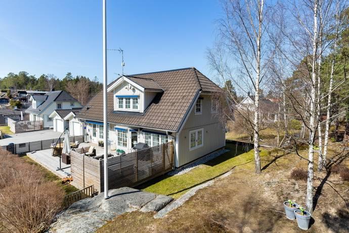 Bild: 6 rum villa på Lavettvägen 25, Österåkers kommun Margretelund