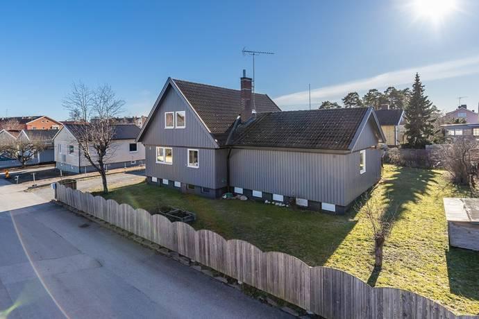 Bild: 166 m² villa på Holmgatan 8, Västerviks kommun Johannesdal.
