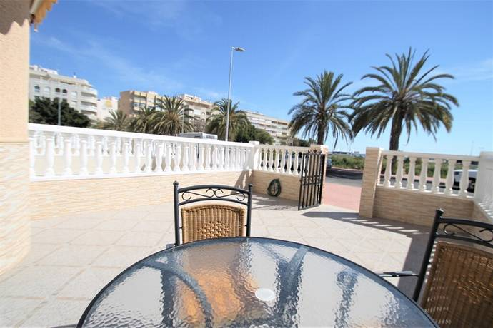Bild: 4 rum radhus på Calle Maestro Quino -  Torrevieja Centrum, Spanien Punta Prima