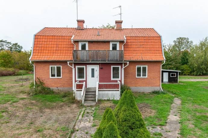 Bild: 7 rum villa på Mönsteråsvägen 7, Mönsterås kommun Blomstermåla