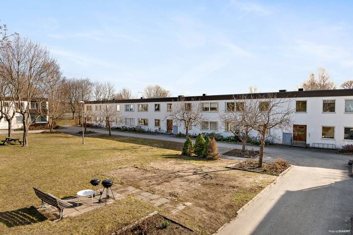 Bild: 3 rum bostadsrätt på Holmingegränd 11, Stockholms kommun Spånga -Kyrka