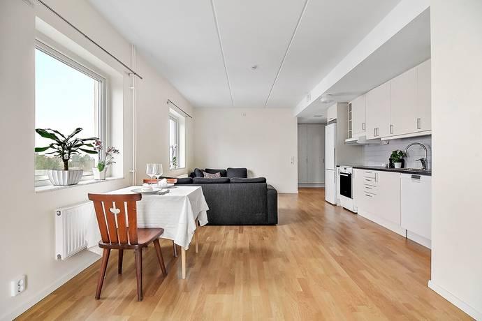 Bild: 2 rum bostadsrätt på Ekholmsvägen 303, Stockholms kommun Skärholmen