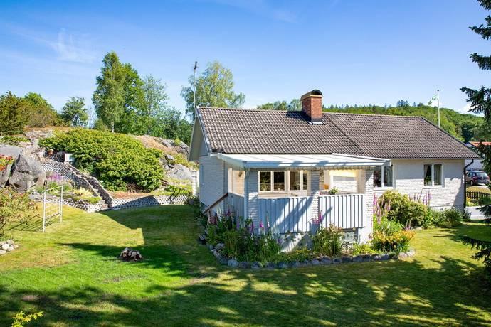 Mellangårdsvägen 3 Ucklum, Stenungsund                                             2600000kr