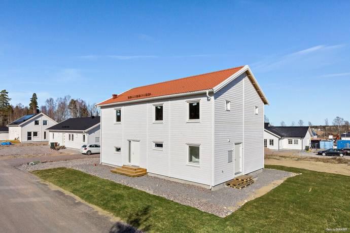 Bild: 7 rum villa på Tallmovägen 12, Örebro kommun Runnaby