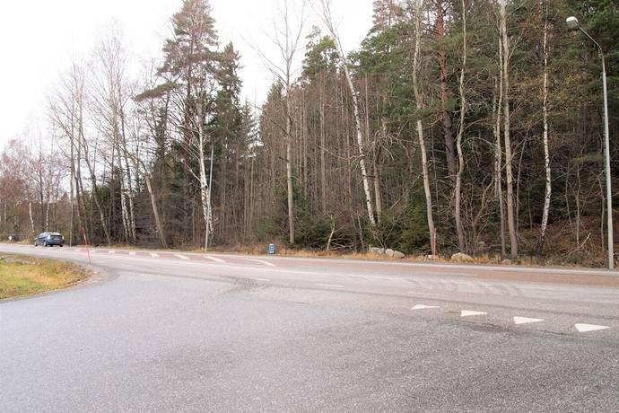 Bild: tomt på Glömstavägen 566, Huddinge kommun Glömsta
