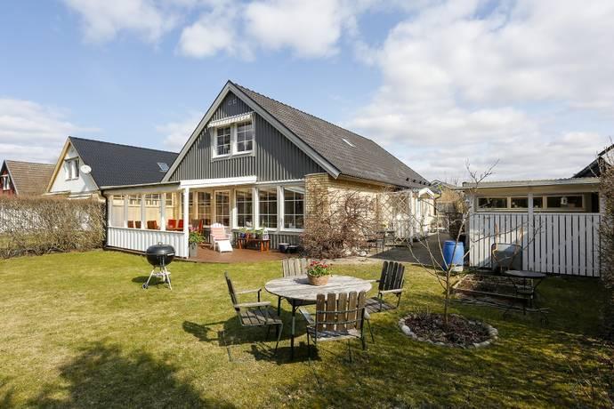 Bild: 6 rum villa på Blyglansvägen 12, Örebro kommun Lundby