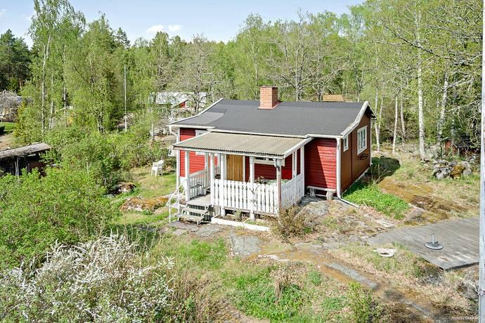 Bild: 2 rum fritidshus på Lybecks skogsväg 10, Västerås kommun Lybeck/Kärrbo