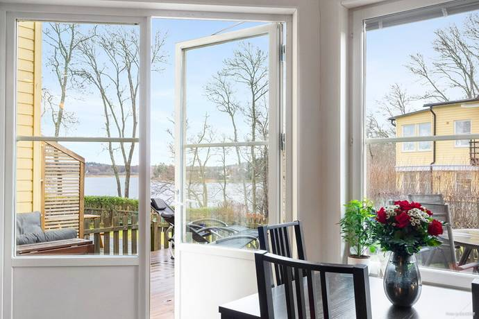 Bild: 5 rum radhus på Broddvägen 24, Haninge kommun Vendelsö Gård