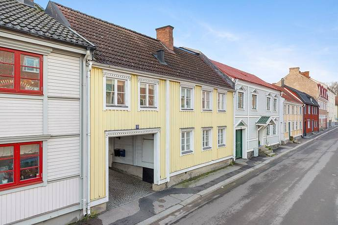 Bild: 220 m² villa på Regeringsgatan 105, Karlshamns kommun Karlshamn