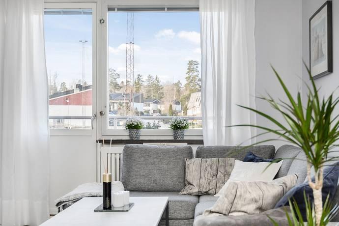 Bild: 2 rum bostadsrätt på Häradsvägen 35B, 1tr, Huddinge kommun Stuvsta centrum