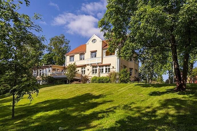 Bild: 9 rum villa på Bredablicksvägen 1b, Köpings kommun Centrum