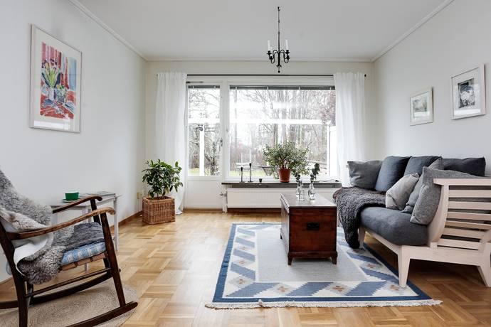 Bild: 5 rum villa på Blombergsvägen  22, Örebro kommun