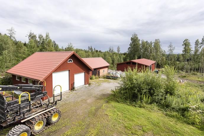 Bild: gård/skog på Nedre Bondestad Stenhagen, Kils kommun Nedre Bondestad