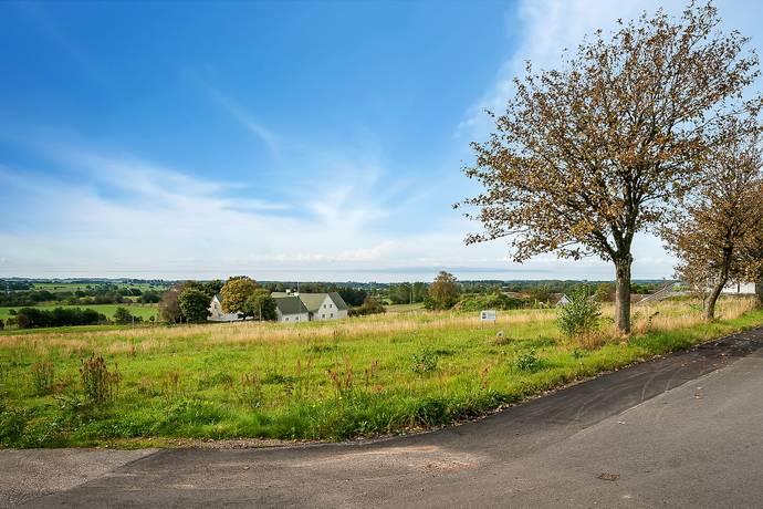 Bild: tomt på Klövervägen, Båstads kommun Grevie