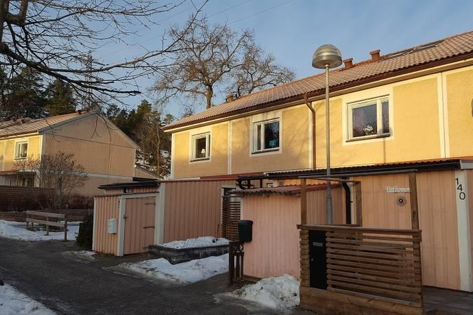 Bild: 3 rum radhus på Musikalvägen 136, Huddinge kommun Östra skogås