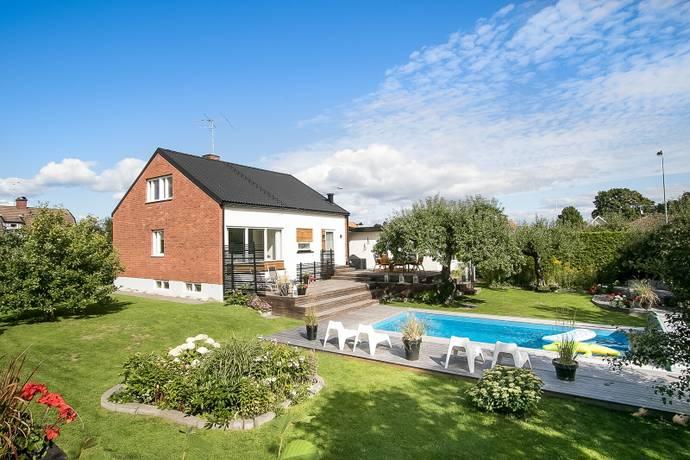 Bild: 160 m² villa på Almbyvägen 10, Örebro kommun Almby
