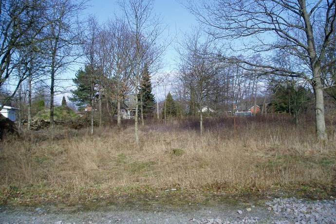 Bild: tomt på Garpenvägen 95b, Karlskrona kommun Hasslö