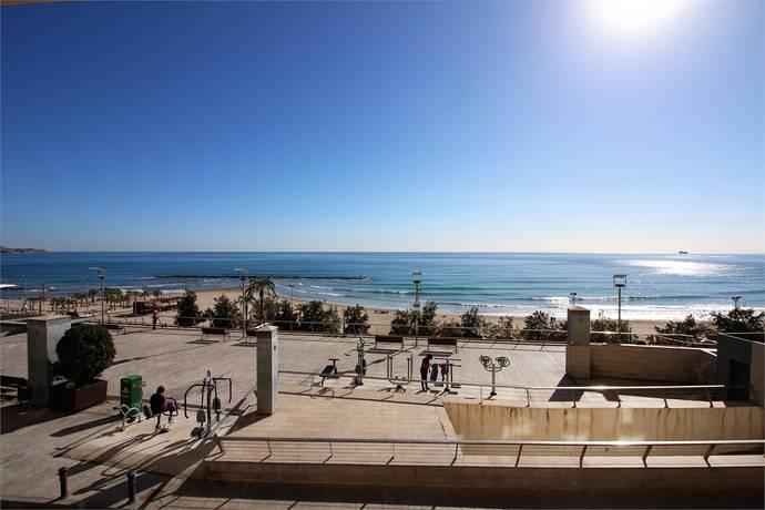 Bild: 4 rum bostadsrätt på Första linjen i Alicante C, Spanien Alicante C