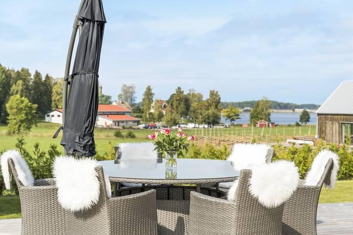 Bild: 6 rum villa på Skogsbovägen 7, Enköpings kommun Bredsand