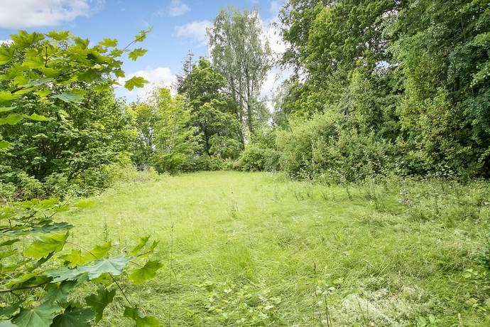 Bild: tomt på Tryffelvägen 2, Örebro kommun Ekeby-Almby