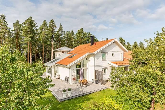 Bild: 9 rum villa på Jörgen Folkers väg 35, Gävle kommun Stigslund