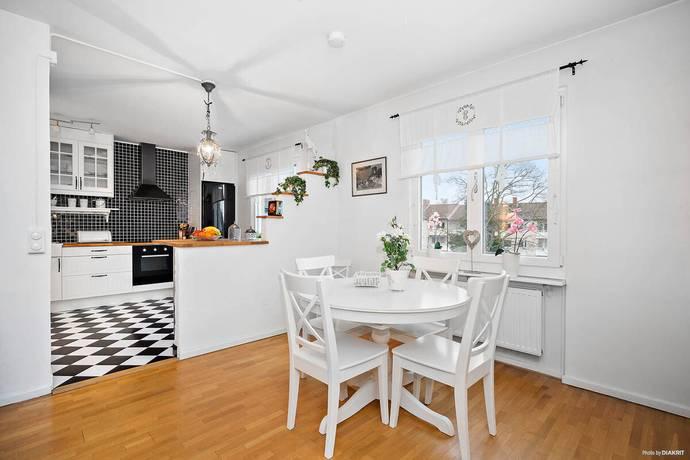 Bild: 3 rum bostadsrätt på Nynäsvägen 36, Nynäshamns kommun Kullsta