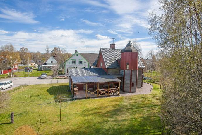 Bild: 5 rum villa på Västerviksgatan 1, Hultsfreds kommun HULTSFRED