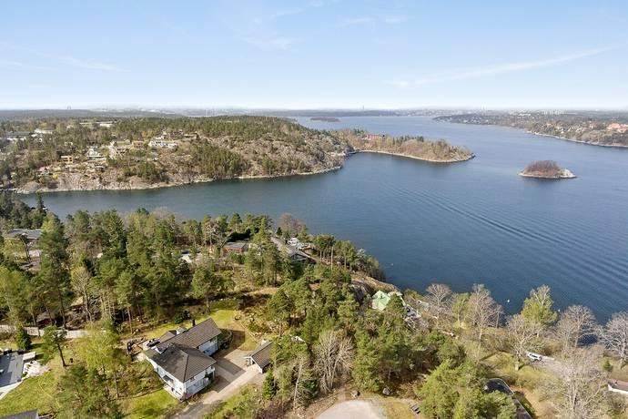 Bild: 175 m² villa på Emblavägen 13, Nacka kommun Björknäs