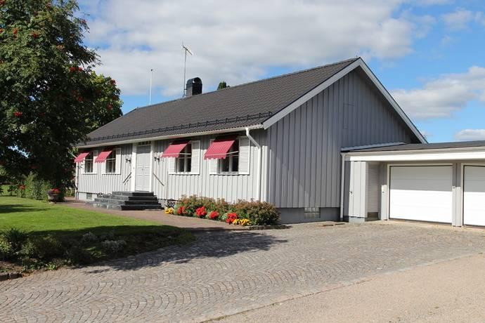 Bild: 6 rum villa på Slåttergränd 21, Vetlanda kommun Mellangården