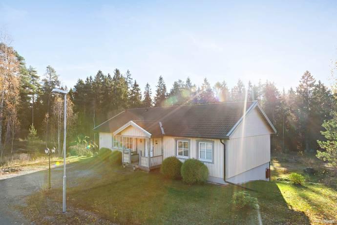 Bild: 5 rum villa på Övre Sälängsvägen 17, Gävle kommun Södra Åbyggeby