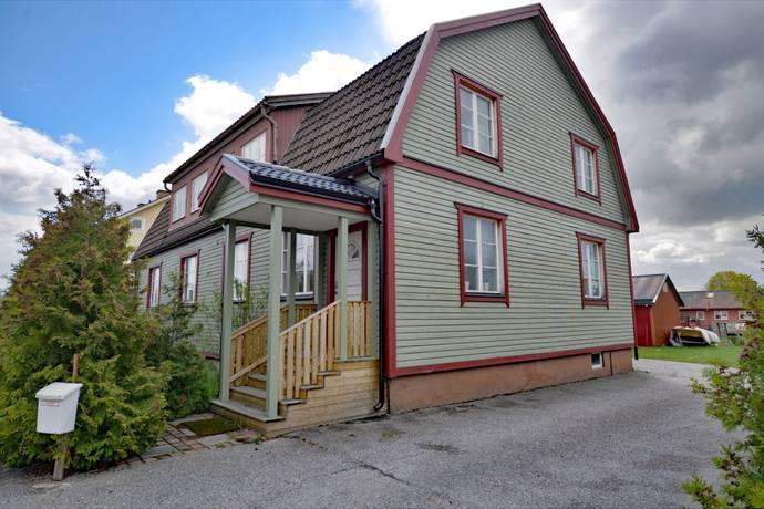 Bild: 9 rum villa på Gullbovägen 4, Västerås kommun Tillberga