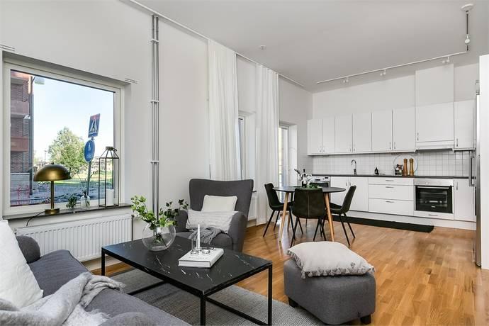 Bild: 3 rum bostadsrätt på Karlsdalsallén 47 C, Örebro kommun Sörbyängen