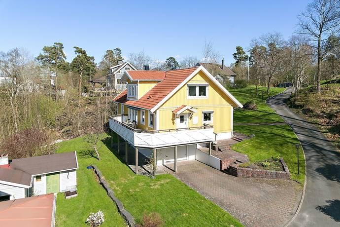 Bild: 7 rum villa på Furuhällsvägen 27A, Härryda kommun Mölnlycke